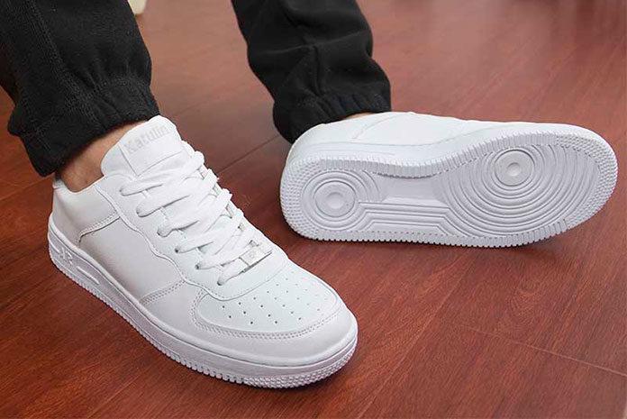 Białe buty - jak sobie poradzić z zabrudzeniami?