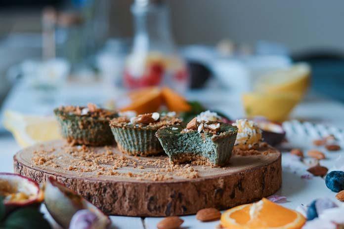 Makowiec z polewą czekoladową – przepis