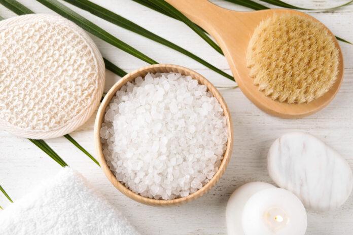jakie zadanie spełnia sól w kosmetykach?